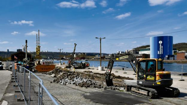 Au pied du pont Guillaume-le-Conquérant, les quais sont en travaux pour plusieurs mois. (Photo Stéphanie Péron/PN)