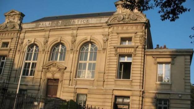 Le prévenu a été condamné à 500 euros d'amende, et devra verser 100 euros au titre du préjudice aux victimes.