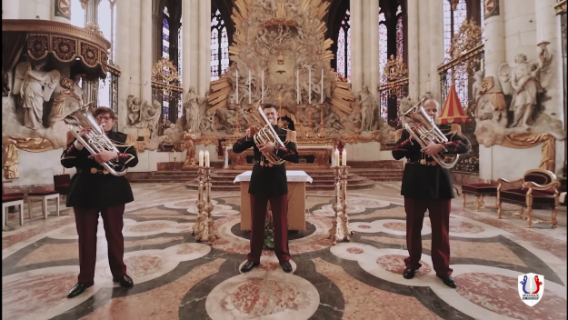 Les tubistes de la Musique de l'infanterie ont joué dans la cathédrale.