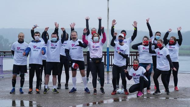 Les coureurs ont bravé la pluie samedi.