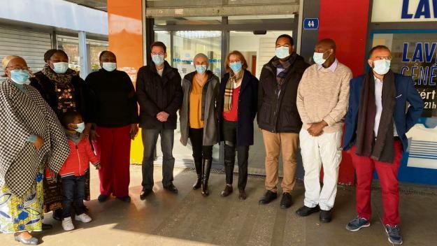 Les élus ont salué l'ouverture de ce cabinet infirmier par Mmes Botoko et Sadji. (Photo Facebook Sophie Carpentier)