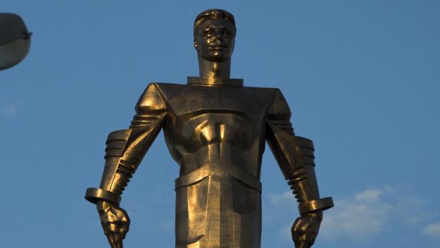 A Moscou, une impressionnante statue rend hommage à Iouri Gagarine