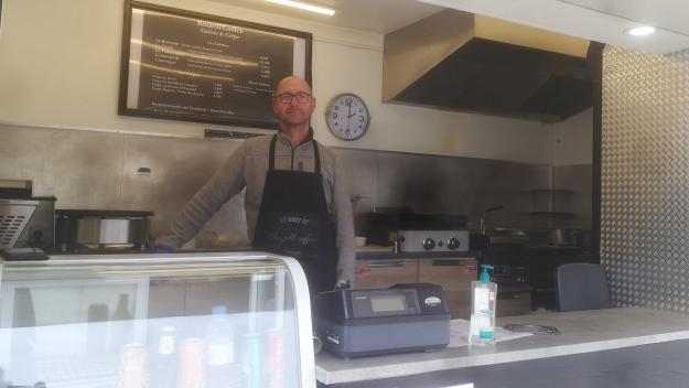 Fabrice Merlin, 55 ans, est le gérant du food-truck Rozzell'Coffée, installé à Foucaucourt-en-Santerre.