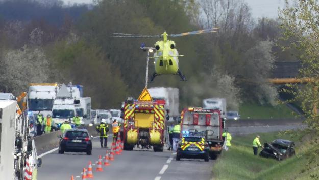 L'hélicoptère du Samu s'est posé sur les lieux de l'accident (photo Vincent FOUQUET).