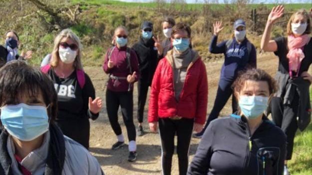 Pour garder une activité, et en attendant de reprendre les cours de danse, l'association organise régulièrement des marches pour nettoyer la nature.