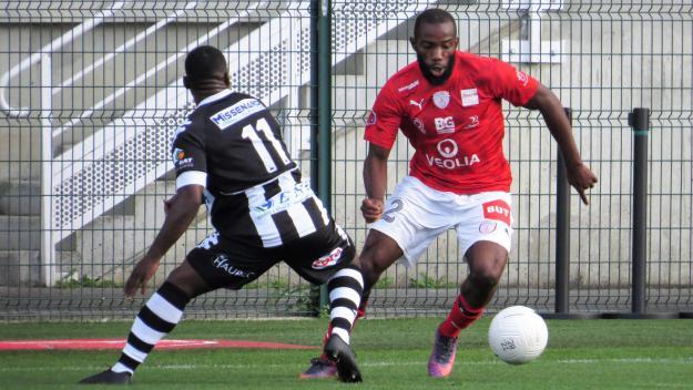 Les Beauvaisiens (en rouge) et les Saint-Quentinois (en noir) pourraient reprendre le championnat de National 2 dès le 8 mai.