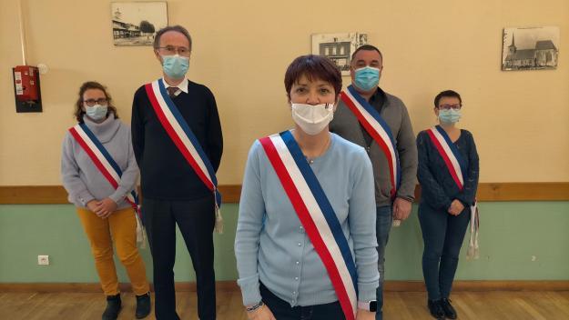 Maryline Heckmann, au centre, veut s'inscrire dans la continuité de Bernard Davergne à Feuquières-en-Vimeu.