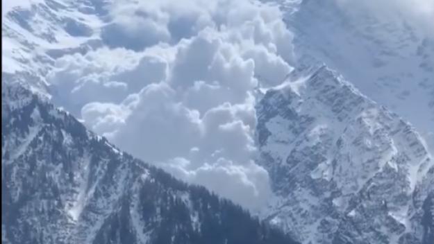 Avalanche spectaculaire jeudi 15 avril, massif du Mont-Blanc