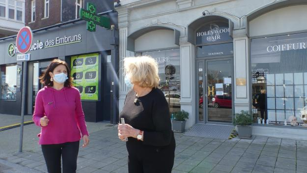 La pharmacienne Marion Boulard et la coiffeuse Catherine Cabaille ont pu rouvrir.