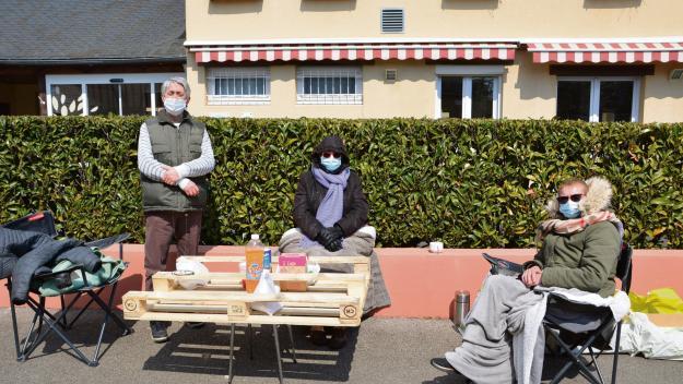 Trois salariés de Korian Ville en vert ont installé un piquet de grève (photo PN)