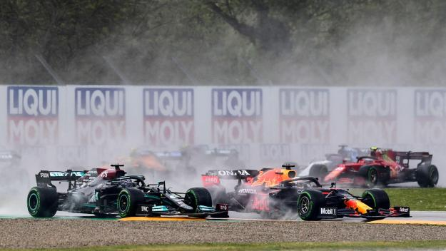 Max Verstappen devant Lewis Hamilton.