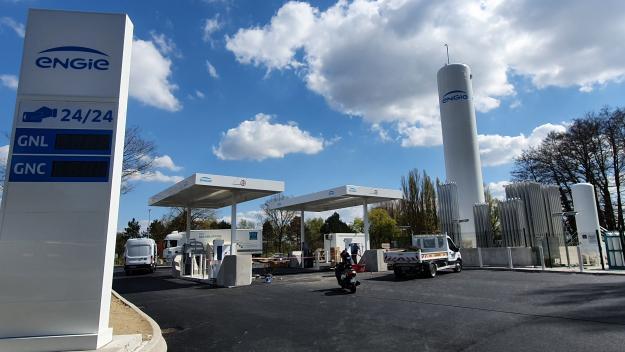 La station Engie est en cours d'installation en bordure de la route industrielle. (Photo Christophe Frébou/Paris-Normandie)