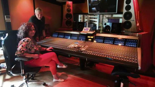 Gigi et Pascal Bomy accueillent des artistes dans leur studio d'enregistrement,  à Fatouville-Grestain