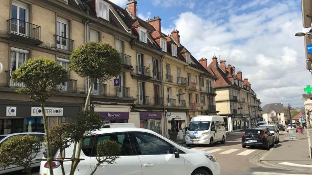 Les logements, au-dessus des commerces dans le centre-ville, ne sont pas toujours occupés (Photo PN)