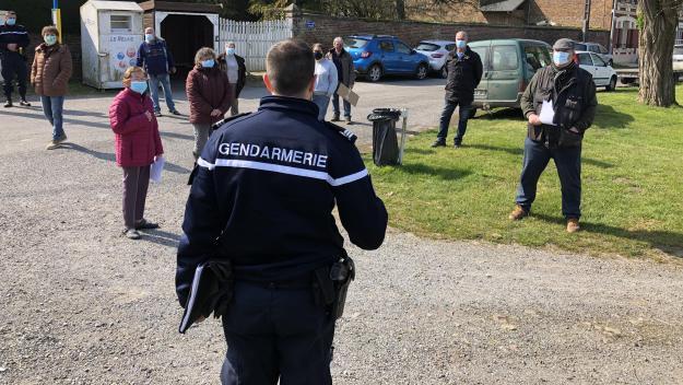 Le commandant de la gendarmerie de Chauny a invité les Genlisiens mécontents à se disperser.