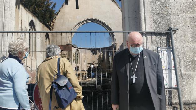 Christian Nourrichard, évêque d'Évreux, est venu apporter hier son soutien aux fidèles de l'église